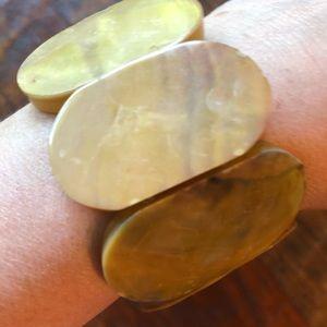 Vintage Jewelry - Yellow shell stretch bracelet